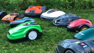 picture of robotic lawn mowers